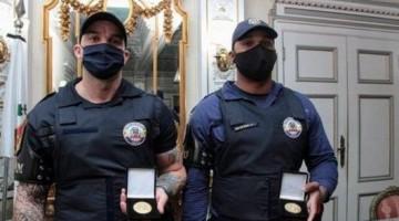 Guardas humilhados por desembargador são homenageados