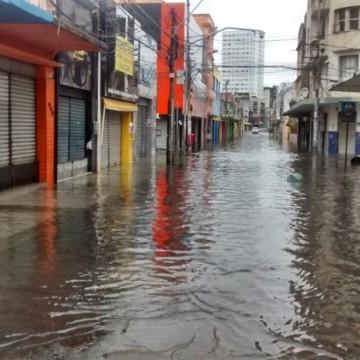 Transtornos ocasionados por chuvas afetam comércio de Pernambuco
