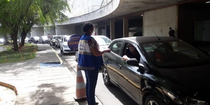 O serviço, realizado no Centro de Convenções, recebe a população todos os dias da semana, com capacidade diária de 200 atendimentos