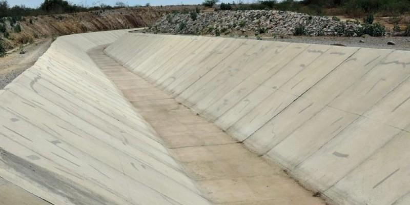 Com mais de 70 quilômetros de extensão, o ramal do agreste vai ter 13 trechos de canais, uma estação de bombeamento, uma adutora e duas barragens.
