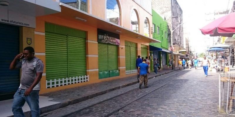 No Centro do Recife, o movimento nas ruas está claramente mais fraco do que o habitual