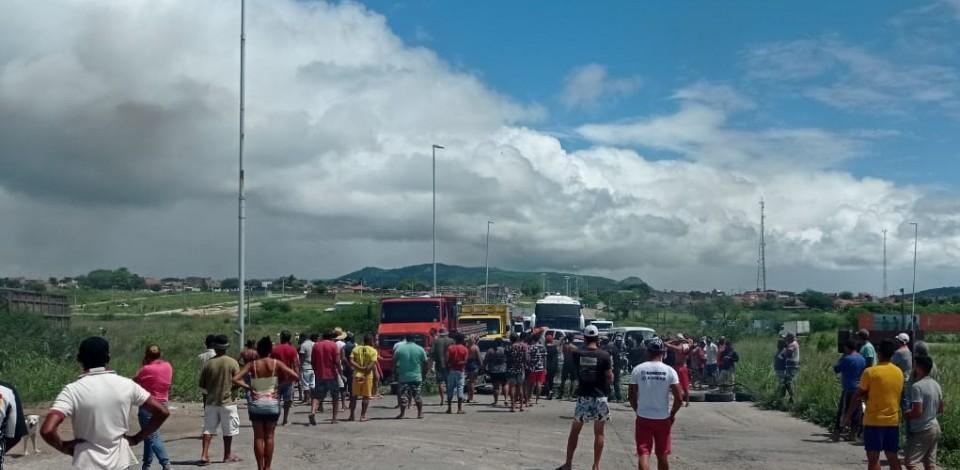 BR-232 está interditada no sentido Recife, em Bezerros