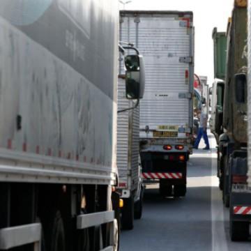 Caminhoneiros se mobilizam em nova paralisação