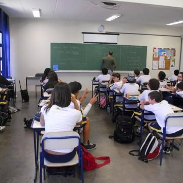 Escolas particulares podem exigir fiador