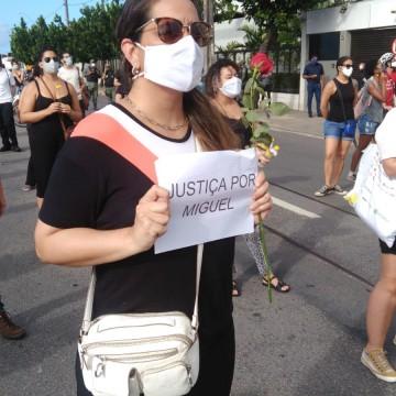 Manifestantes vão às ruas pedir justiça no caso do menino Miguel
