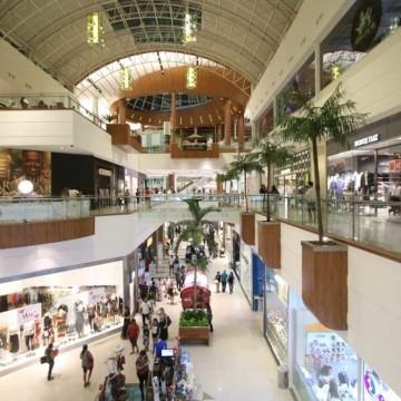 Confiança do consumidor brasileiro sobe 3,7 pontos, diz FGV