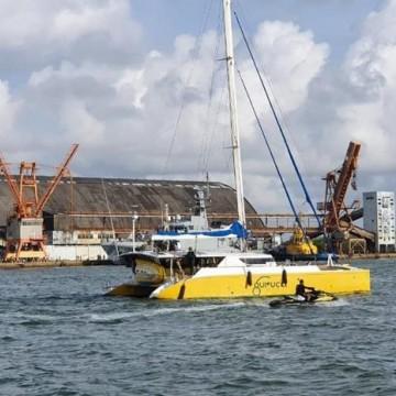 Veleiro carregado com cocaína interceptado pela Marinha chega ao Porto do Recife