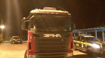 Homens são detidos com caminhão furtado na BR 232, em Gravatá