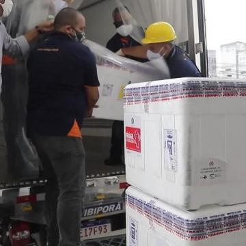 Mais 82 mil doses de vacina chegam a Pernambuco e serão destinadas aos idosos
