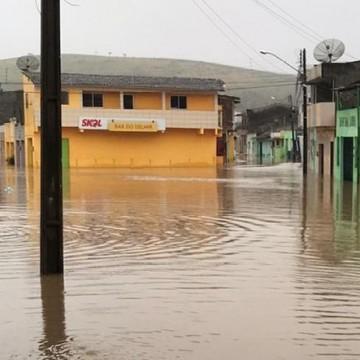 Fortes chuvas em Pernambuco ligam alerta de áreas de risco