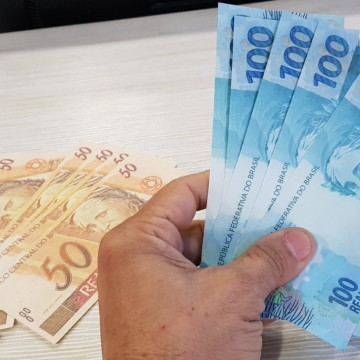 Jovem é presa com R$ 1 mil em notas falsas