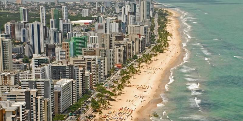 Especialista em direito imobiliário afirma que o Governo Federal está tentando implementar medidas para que os donos dos imóveis próximos da linha da maré passem a ser proprietários efetivos