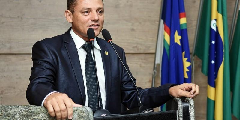 O vereador comentou sobre ações desenvolvidas na Câmara de vereadores do município e cenário político municipal e estadual