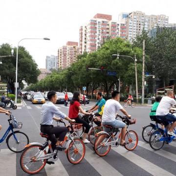 China passa a permitir três filhos por casal