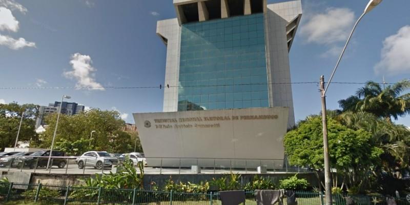 A lista segue para o Presidente da República, Jair Bolsonaro, responsável por escolher qual dos três nomes deve ocupar a cadeira no TRE