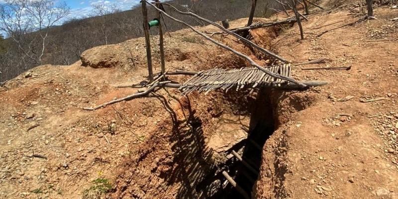 As medidas da Operação Frigia estão sendo cumpridas nos endereços dos acusados, localizados em Serrita, São José do Belmonte, Igarassu, em Pernambuco, Juazeiro do Norte e Jardim, no Ceará