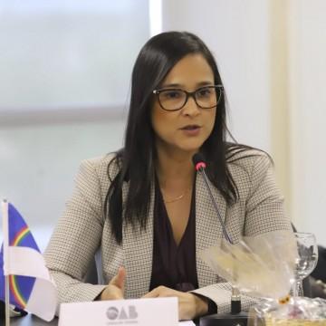 Doutora em direito marítimo sugere plano nacional para conter vazamento de óleo
