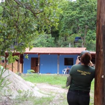 Construções irregulares são flagradas em área de proteção ambiental em Suape