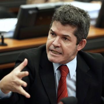 """Líder do PSL na Câmara diz que o partido não pode ser """"intolerante"""""""