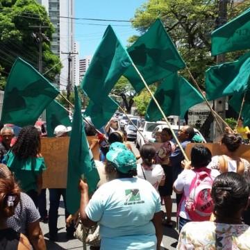 No Recife, protesto realizado por agricultoras pede por reforma agrária ao Incra