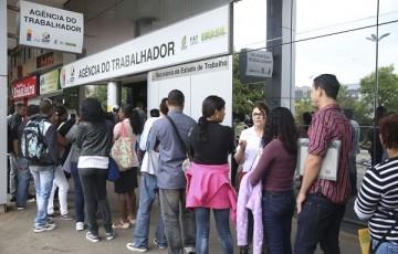 Taxa de desemprego do país recua para 12% no trimestre
