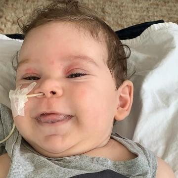 Família de bebê com AME consegue dinheiro para comprar remédio mais caro do mundo