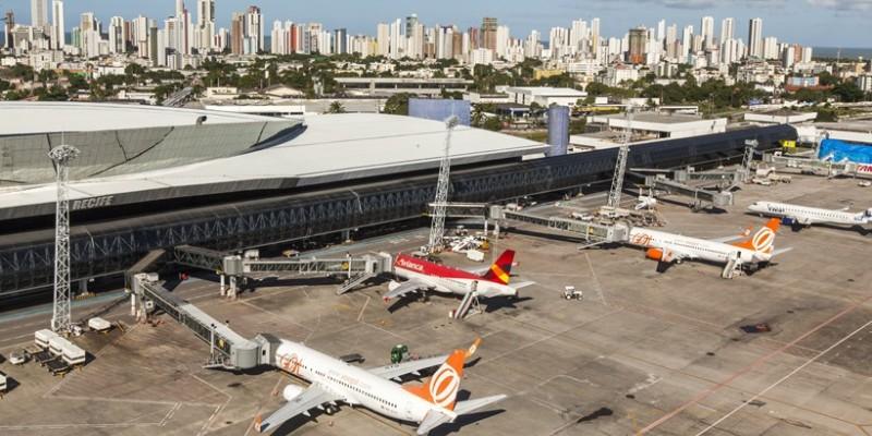 Empresas tiveram 24 horas para retornar à sinalização, que abordava a infração às medidas de segurança recomendadas pelas autoridades de saúde para conter  a pandemia do Covid-19 por causa das aglomerações provocadas no terminal