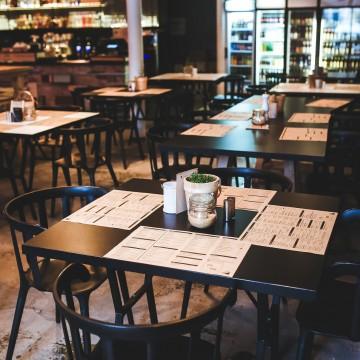 Com flexibilização, gastos em bares e restaurantes têm aumento expressivo