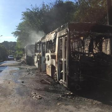 Ônibus e viaturas são incendiados após morte de traficante em Manaus