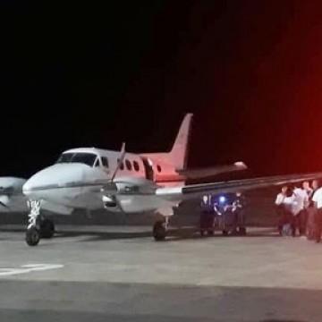 Avião de salvamento resgata estudante vítima de acidente de trânsito em Noronha