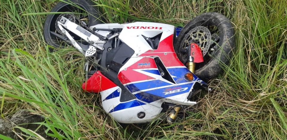 Homem morre em acidente de moto na BR-104, em Caruaru