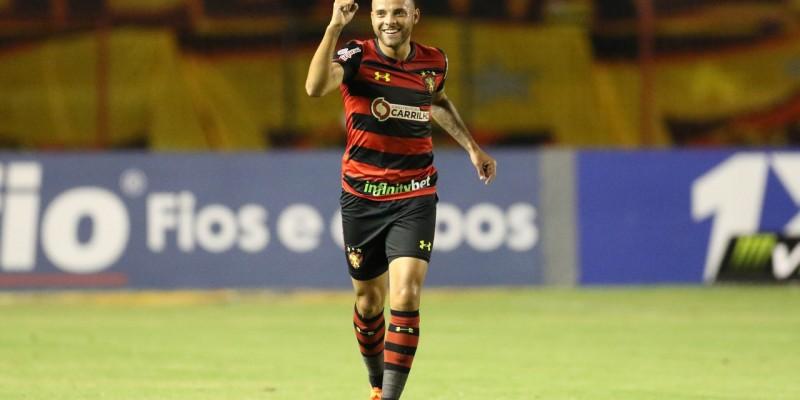 Com gol de Guilherme de pênalti, o time rubro-negro chegou na casa dos 60 pontos