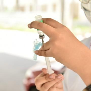 Pessoas com doenças preexistentes serão vacinadas em maio