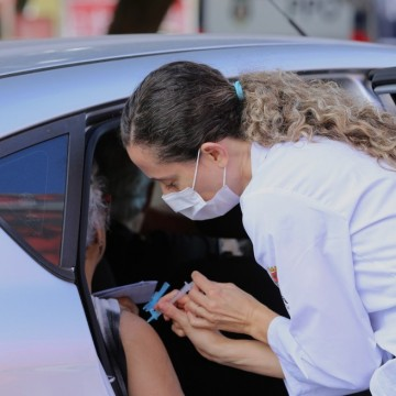 Jaboatão monta drive-thru para vacinar professores e pessoas com deficiência contra gripe