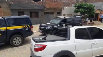 Homem pula de veículo em movimento para tentar fugir da polícia em Caruaru