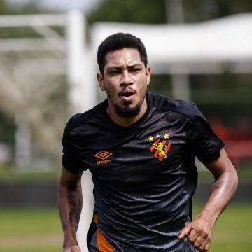 De volta aos treinos, Hernane Brocador avalia volta do futebol