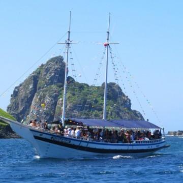 Embarcação de turismo que saiu de Fernando de Noronha naufraga a caminho do Recife