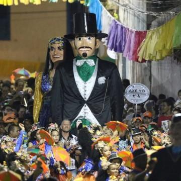 Cortejo do Homem da Meia-Noite e show dos artistas locais abrem o Carnaval de Olinda