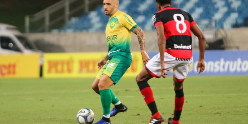 Meio-campista de 27 anos foi destaque na Série B pela equipe do Cuiabá