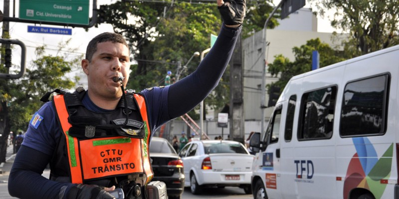 Neste sábado (25) e domingo (26), mais de 50 agentes de trânsito acompanharão as programações que envolvem prévias carnavalescas e atividades
