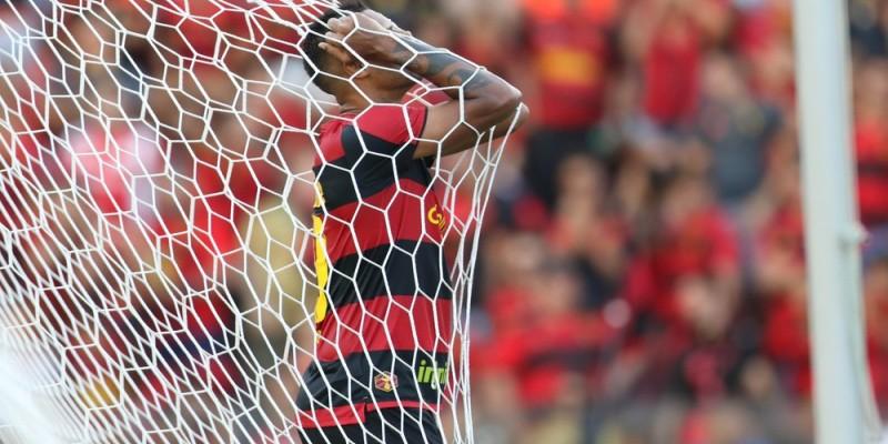 Time rubro-negro frustrou seu torcedor ao empatar em 0x0 contra o Vila Nova e adiou a classificação para Série A