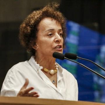 """""""A gente poderia estar exportando vacinas"""", afirma deputada Laura Gomes fazendo crítica ao governo Bolsonaro"""
