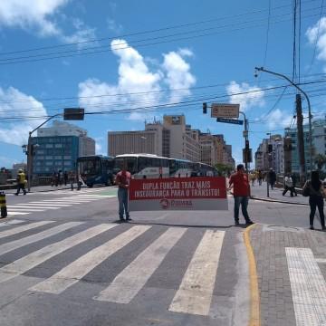 Rodoviários realizam protesto no Centro do Recife