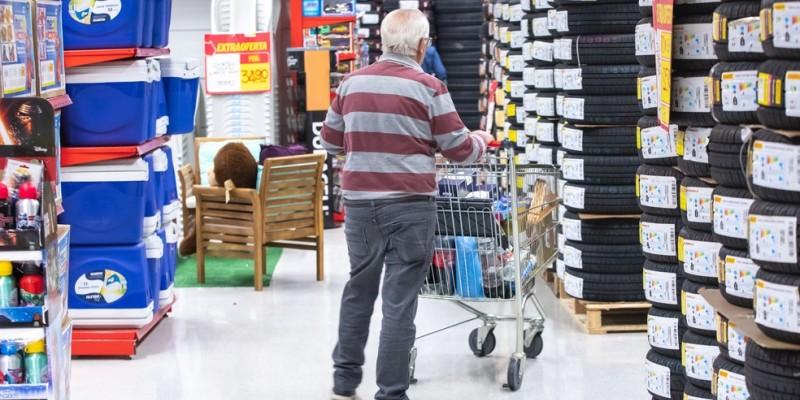 O índice de Intenção de Consumo das Famílias atingiu os 54,7 pontos, ante 59,1 de junho de 2020 e 77,3 do mesmo período do ano anterior