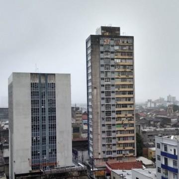 Mulher fica ferida na cabeça, muros caem e barreira desliza após chuvas no Grande Recife