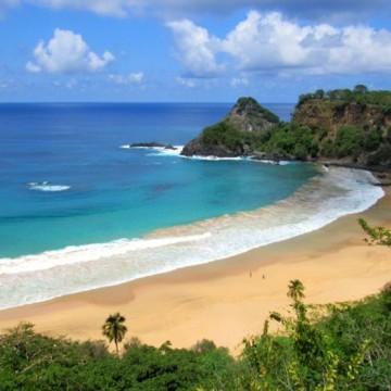 Limpeza em praias de Noronha são monitoradas pela Marinha