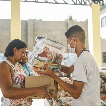 Recife inicia 5ª entrega de kits para estudantes nesta segunda