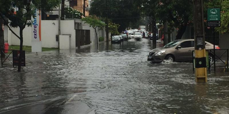 Segundo a Apac foram registradas chuvas com mais intensidade na capital pernambucana com acúmulos de precipitação (81,78mm)