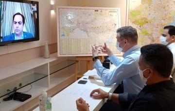 William Brigido mostra ao governador o trabalho dos evangélicos durante a pandemia