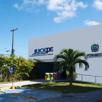 Jucepe realiza retirada de livros contábeis e processos em exigência por drive-thru